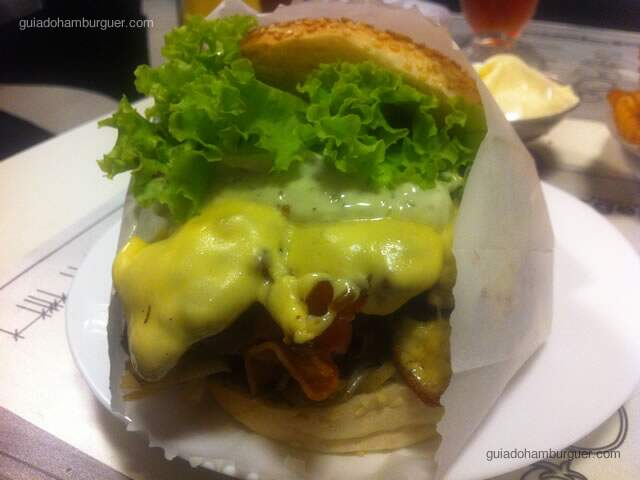 Picanha burger, hambúrguer, cebola frita, bacon, queijo derretido, molho especial e alface crespa - Chicohamburger