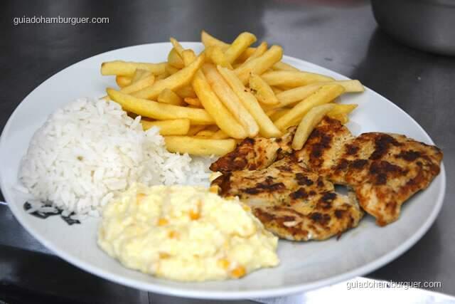 Frango grelhado, fritas, arroz e creme de milho - Hamburguinho, tradicional desde 1974