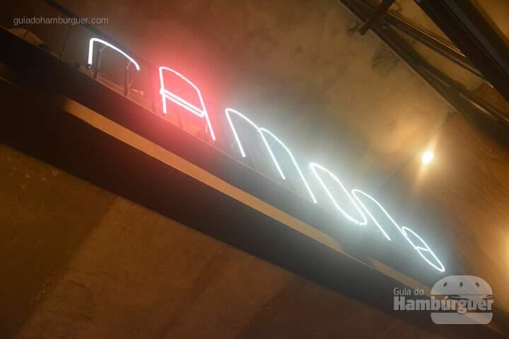 Neon da faixada - Ramona