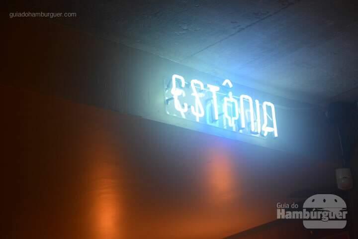 Neon do Estônia - Ramona