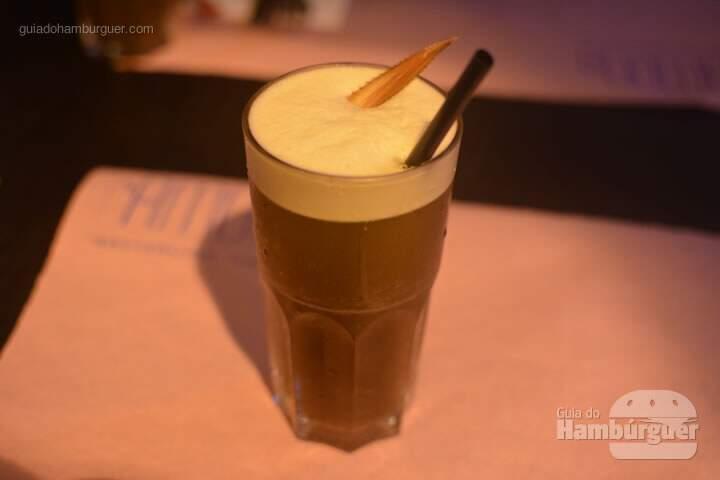 Chá Estônia:  chá preto com abacaxi e hortelã - Ramona