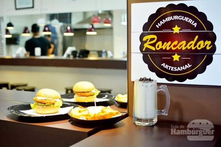 Roncadpr, seus hambúrgueres, milk shake e batatas fritas