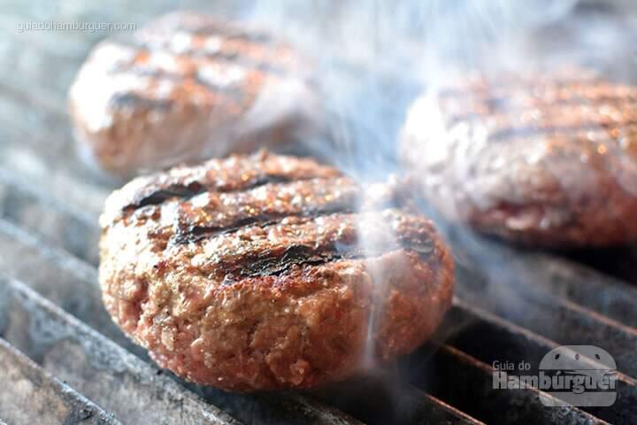 Hambúrguer na grelha - Stunt Burger