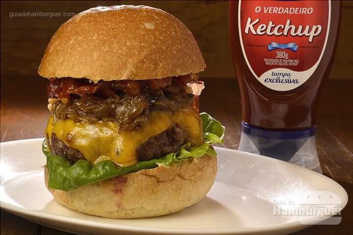 BBQ Burger:  Hambúrguer com blend de Kobe Beef de 180g, com relish de tomate, cheddar inglês, deliciosas fatias de bacon crocante, alface e cebola puxada no barbecue, no pão de hambúrguer. -  R$ 27,99 - SP Burger Fest