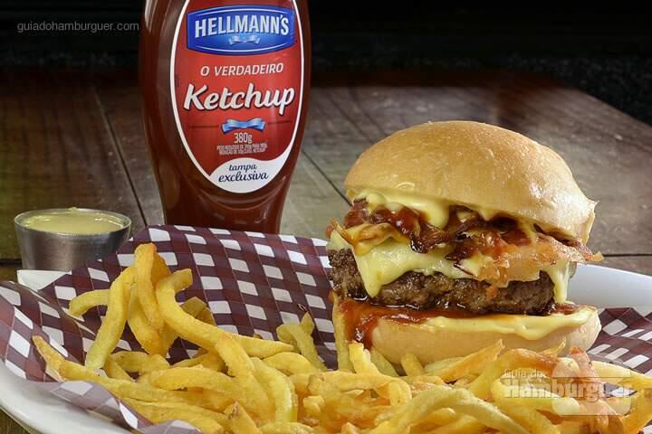 Le Blend Burger: Hambúrguer de 200g de blend de carnes nobres (picanha, alcatra e paleta de cordeiro), cheddar inglês, bacon, mayonaise de La Maison, páprica picante, no pão burger da Mr. Baker et frites Maison. R$ 38 - SP Burger Fest