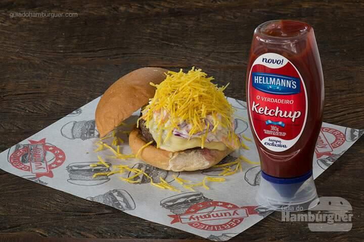 Nice Guy Eddie Hambúrguer de 220 g, queijo muçarela, salada cole slaw e chips de mandioquinha, no pão de hambúrguer. – R$ 28,80