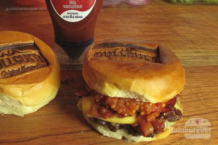 Tomato Soup: Hambúrguer de100g de Angus, fatias de bacon, picles e compota de tomate, no pão de brioche -  R$21,00