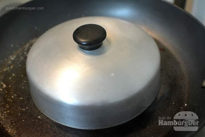 Use um abafador para derreter o queijo