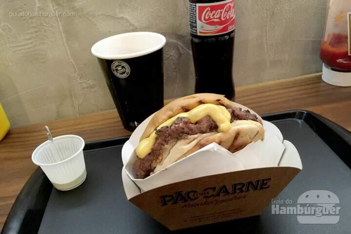 Apresentação do hambúrguer - Pão com carne hamburgueria artesanal