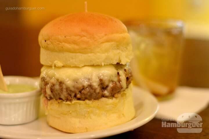Simplão, Hambúrguer, queijo serra da canastra no pão e maionese à parte - AÉ Sagarana 4x4