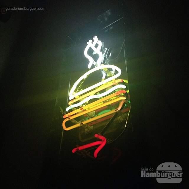 Neon com o logo - Burger Joint NY