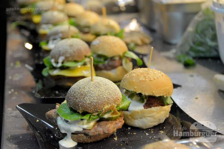 Mini burgers a postos - The Burger Battle  no Roncador Hamburgueria
