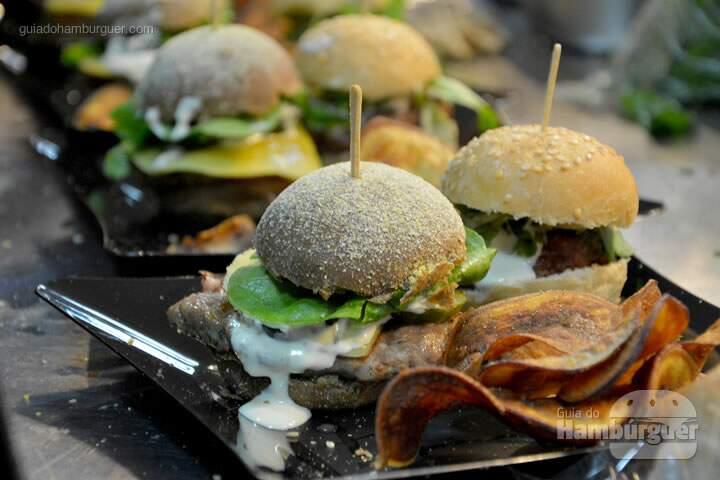 Mini burgers em detalhe - The Burger Battle  no Roncador Hamburgueria