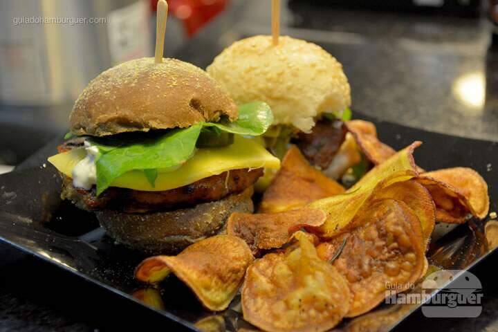 Kit com mini burgers e fritas - The Burger Battle  no Roncador Hamburgueria