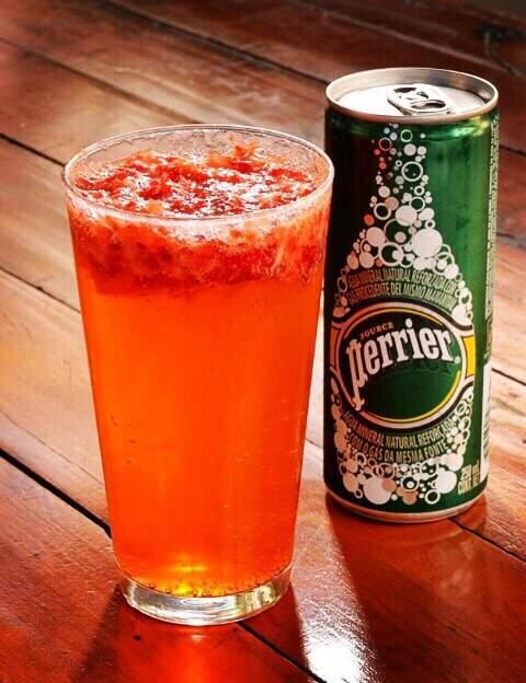Pink Perrier: drink não alcóolico com Perrier, limão, morangos, xarope de açúcar e gelo. – R$ 8 - SP Burger Fest