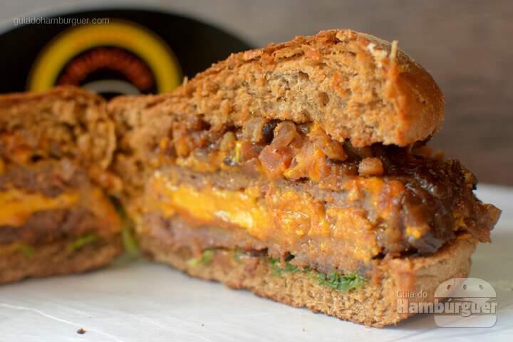 Recheio do hambúrguer de costela   - 'O'Burguer inaugura foodtruck e hamburgueria