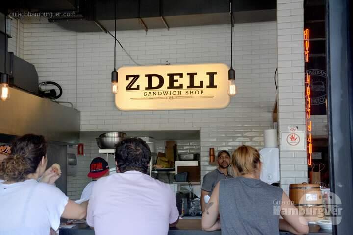 Balcão - Z Deli Sandwich Shop