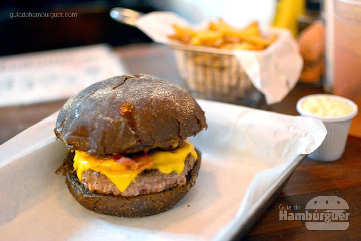 Original burger, hambúrguer de 160g, cheddar, bacon e maionese no pão australiano - Holy Burger