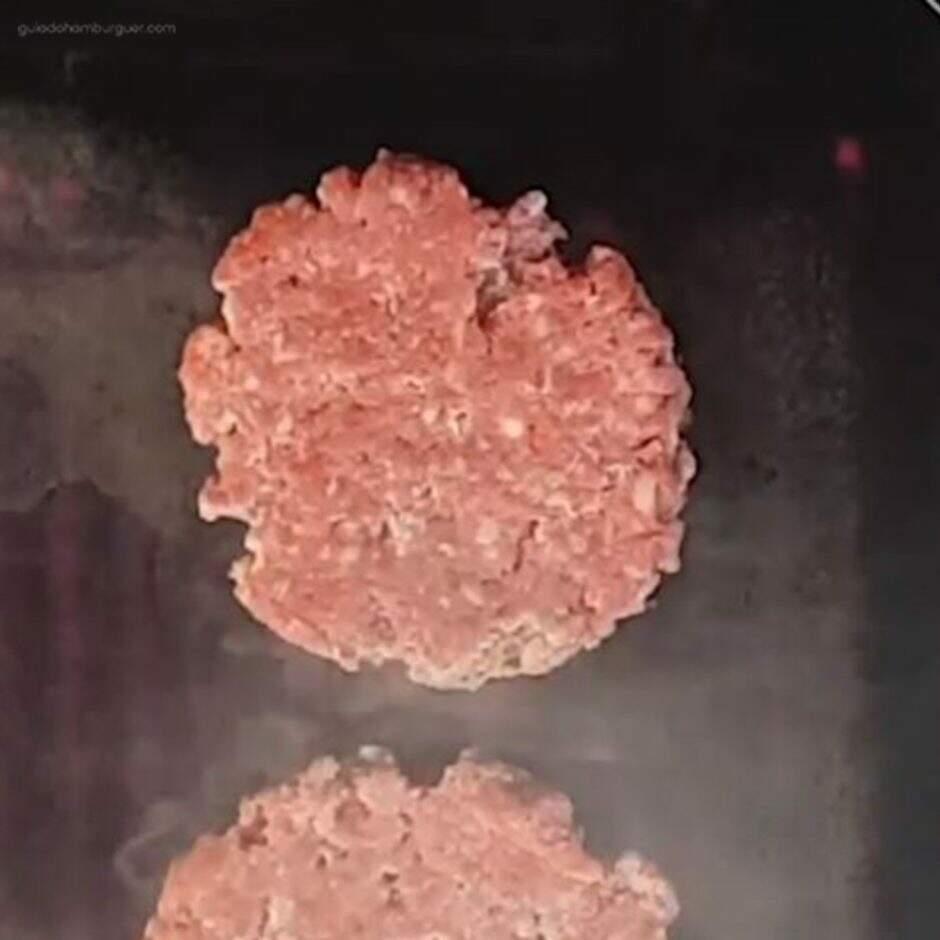 Verdade ou mito? O blend do smash burger deve ter uma menor porcentagem de gordura  - aguarde ate chegar no ponto desejado