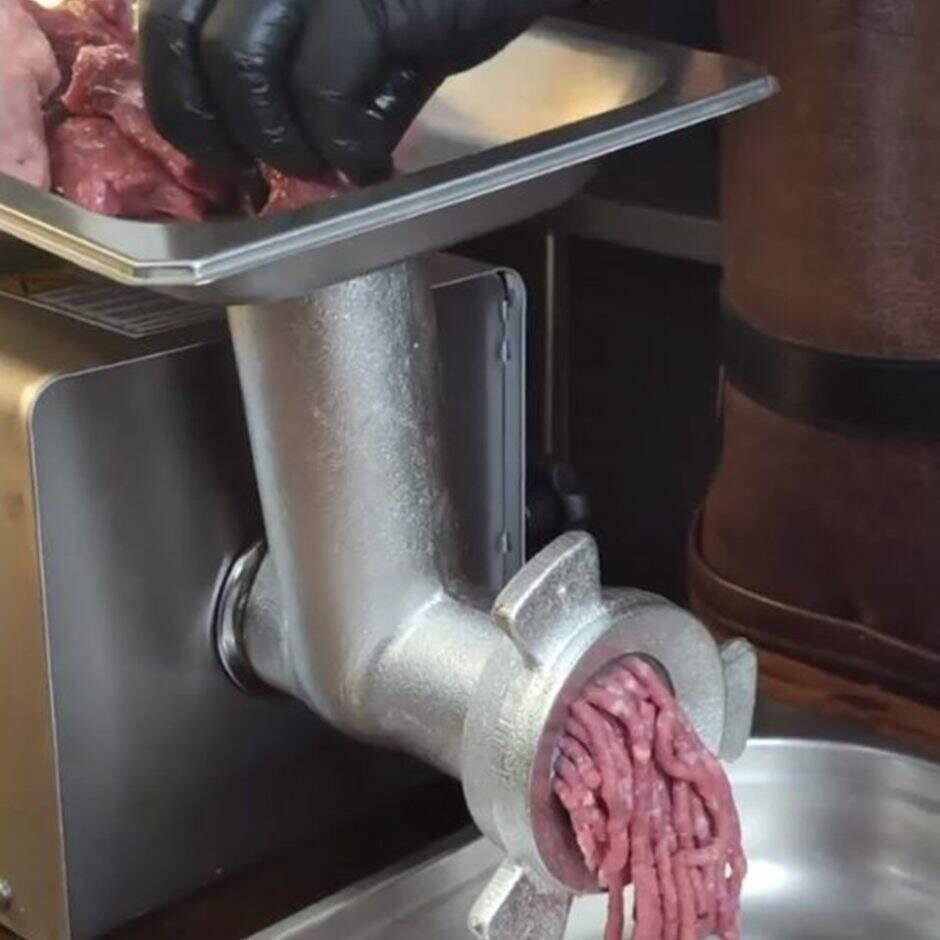 Verdade ou mito? O blend do smash burger deve ter uma menor porcentagem de gordura - ligue o moedor